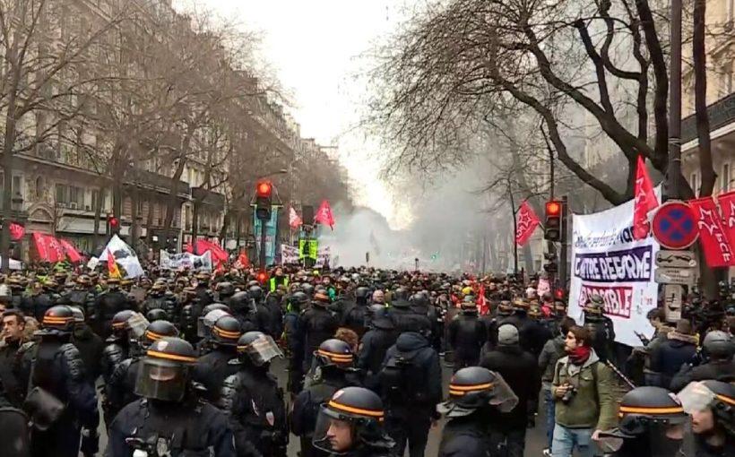 Профсоюзы вышли на улицы